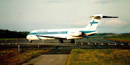 Finnarin vuorokone lähdössä nousukiitoon Paltaniemen lentokentällä.