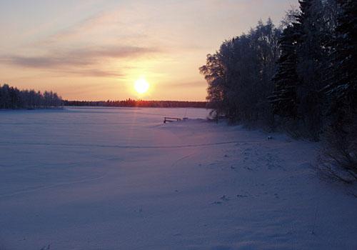 Vuoreslahden Joenniemen rantoja talvella -30 asteen pakkasessa.