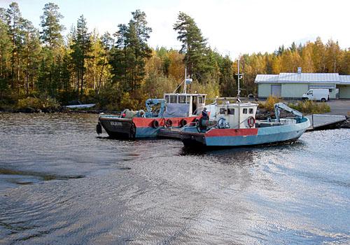 Nykypäivän kalatustroolareita Koutalahden venesatamassa.
